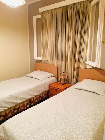 卧室2(可以并成大床)