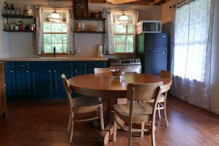 Willow Spring Farm - Renovated Cabin on Farm