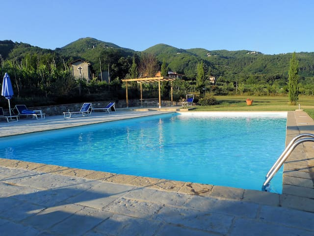 Apt Lucia with pool & beautiful Tuscan countryside - Villa Collemandina - Huoneisto