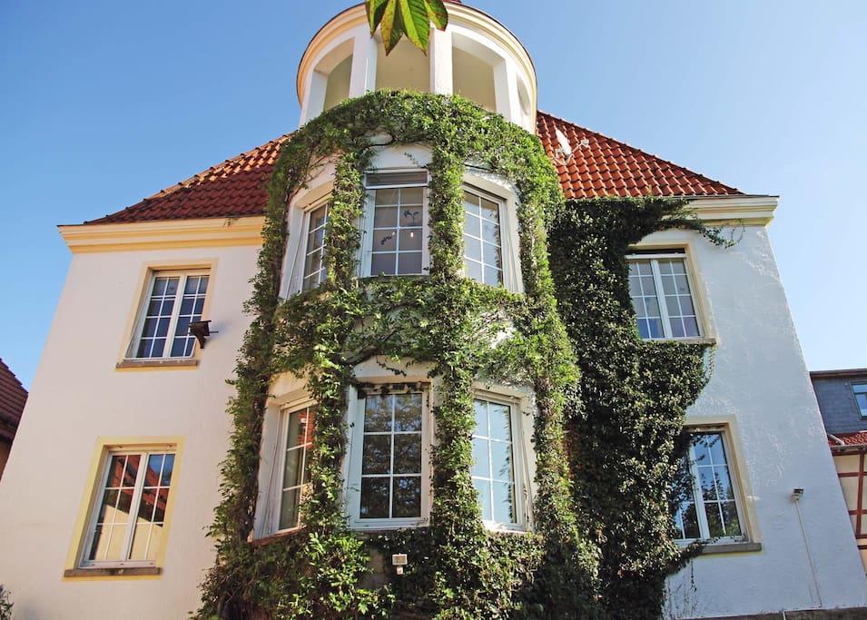Ihre Wohnung befindet sich in der 1. Etage und wurde 2017 neu eingerichtet.