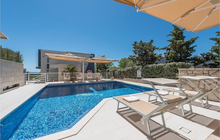 Stunning apartment in Novalja with WiFi, Outdoor swimming pool and 1 Bedrooms