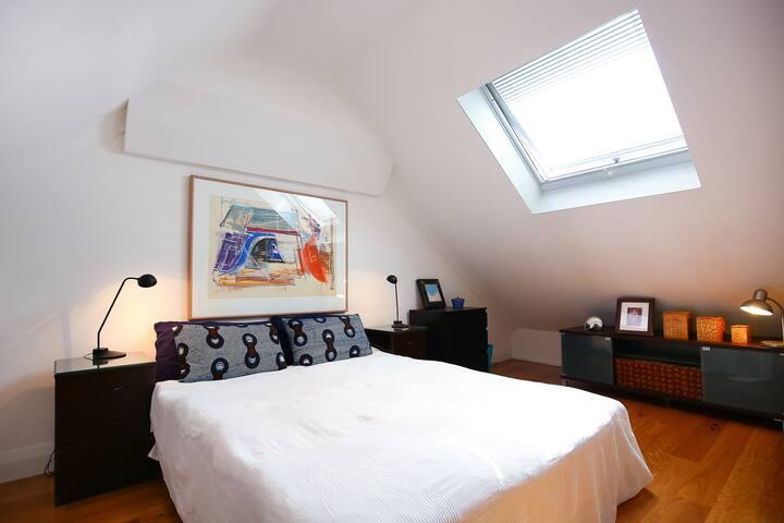 Large attic bedroom in East Redfern