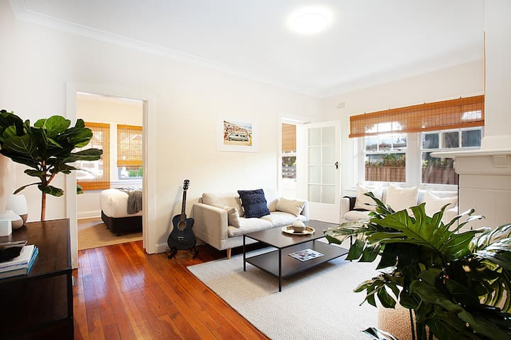 Two Bedroom With Sunroom in The Heart of Manly
