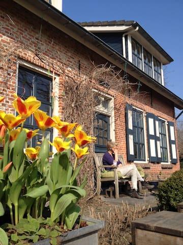 Zuiderland: woonboerderij in natuurgebied - Heinkenszand - บ้าน