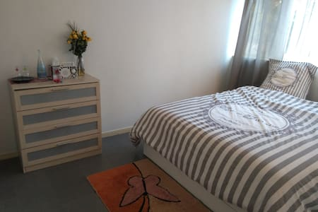 Chambre spacieuse King Size Bed 20 min de Paris - Massy