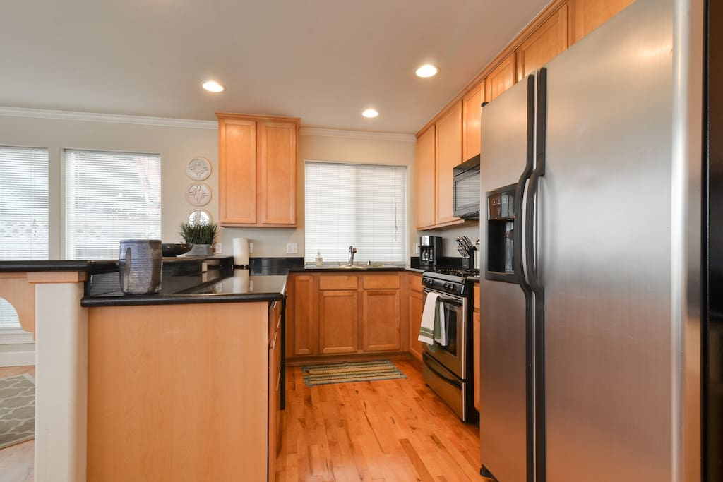 Kitchen with everything you need. Dishwasher, microwave, coffee maker, stove, etc...