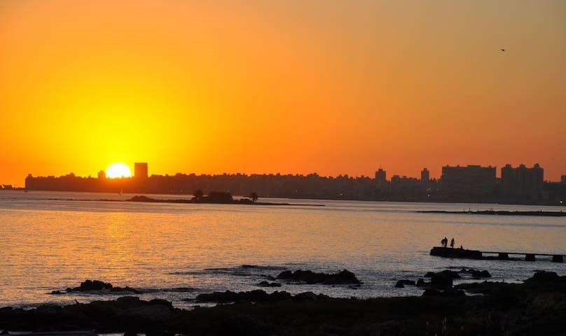 Casa con la mejor vista de  Montevideo. Sol y mar.