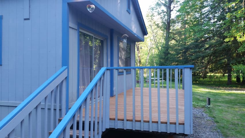 Riverfront 4BR cabin just 22 mi to White Pass