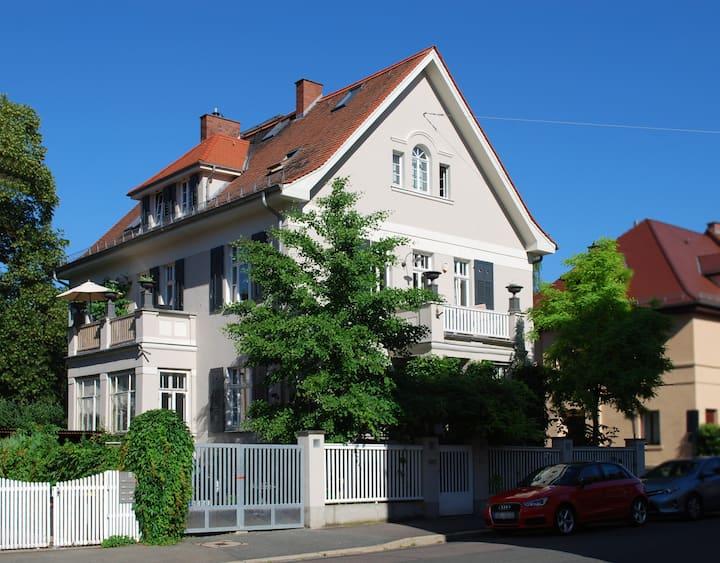 Zentral gelegene Villa mit 180 m²