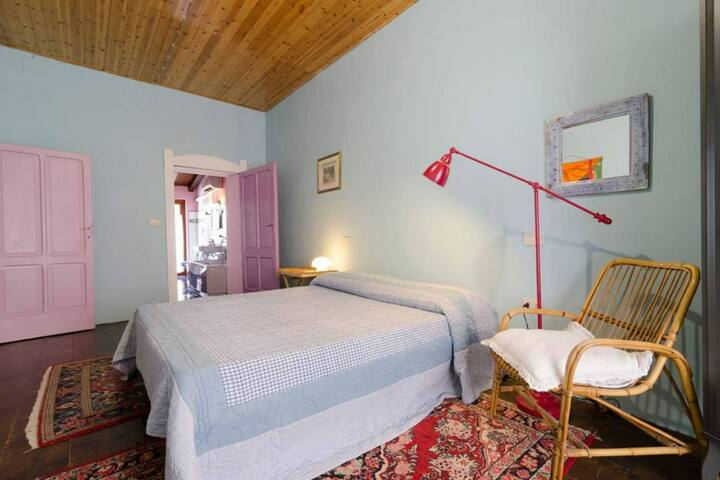 Comfy bedroom near lake Garda, for two