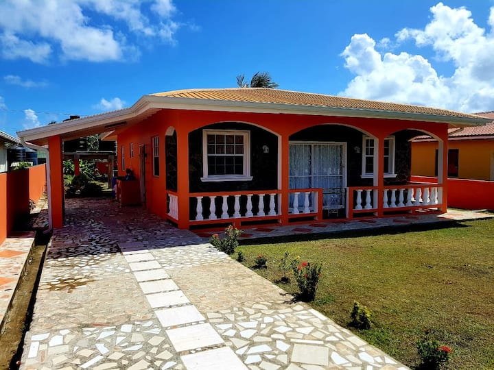 Beautiful Private House close to Beach!
