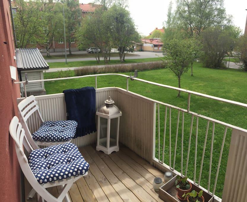 Balkong med eftermiddag/kvällssol/Balcony