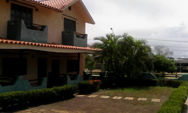 Casa tipo colonial a pocos km de playa guacuco casas en - Casas tipo colonial ...