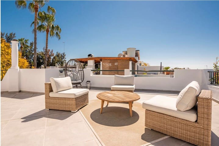 Beautiful Townhouse with Large Roof Terrace