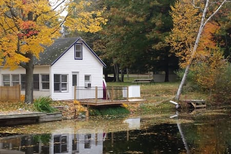 ADORABLE COTTAGE TOWNLINE LAKE: PARADISE!