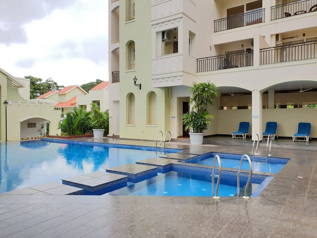 Comfy 1 bedroom apartment with pool in Siolim