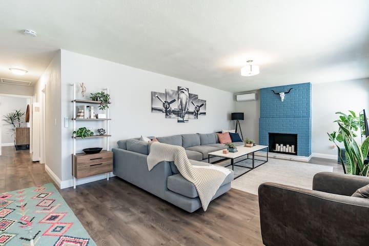 Modern centrally located San Diego home w/ Hot Tub