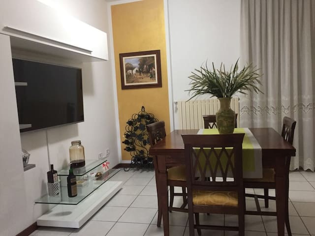 Lovely house with garden (30 minutes from Milan)