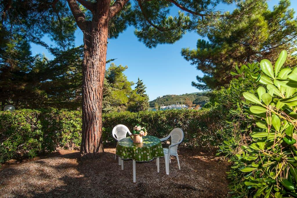 Spazio giardino riservato al villino