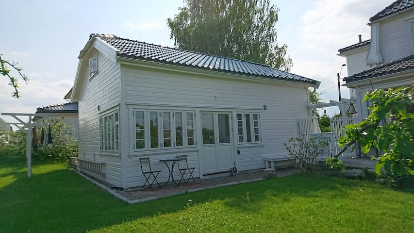 Garden Cottage close to the city - Tønsberg - Casa