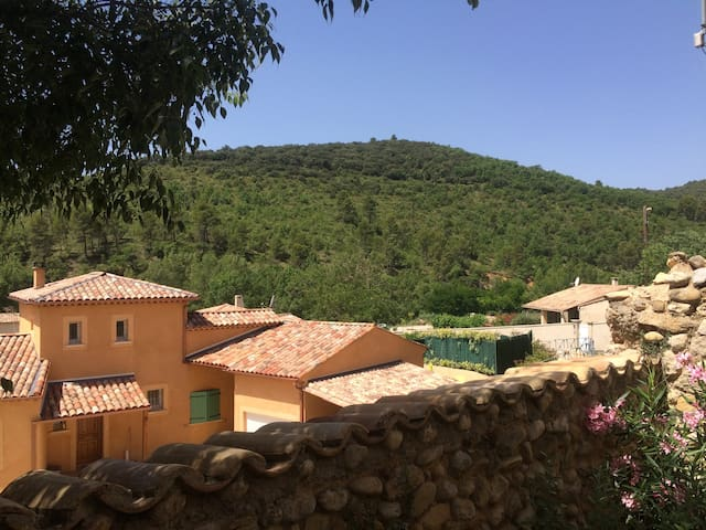 Maison de village en Provence proche de la nature - Corbières - บ้าน