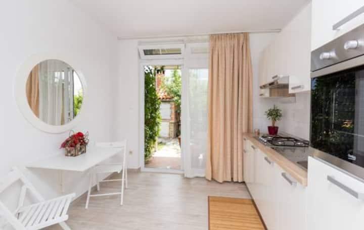 Green Garden Cozy Apartment