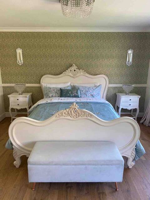 luxury countryside room