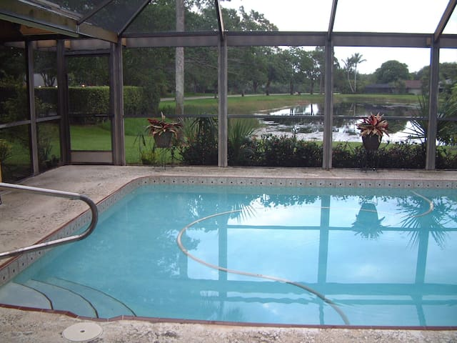 Private BR/Bath+Breakfast, Lake/Pool/Patio PGA Nat - Palm Beach Gardens - House