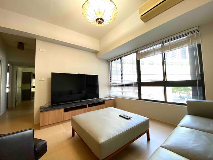 全新裝潢、地點便利 Entire apt. with 3 bedrooms