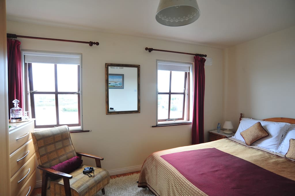 King size Double room with ensujite and panoramic views of the bay