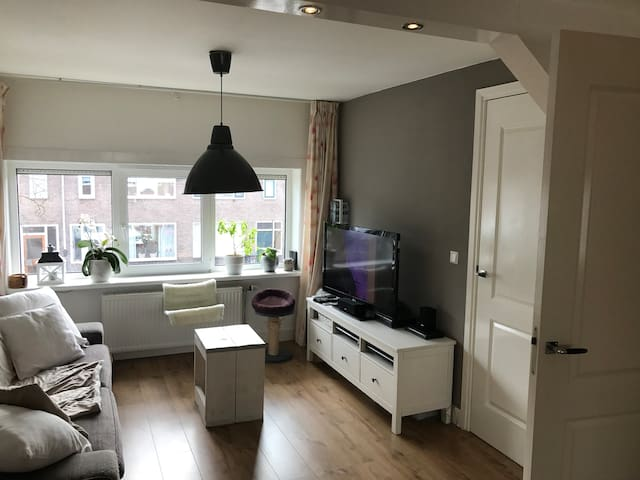 →COZY APARTMENT NEAR CITY CENTER + FREE PARKING  - Utrecht - Leilighet