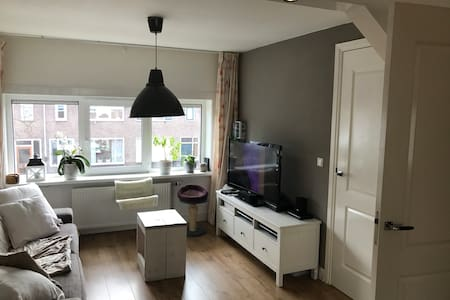 →COZY APARTMENT NEAR CITY CENTER + FREE PARKING ← - Utrecht - Apartament