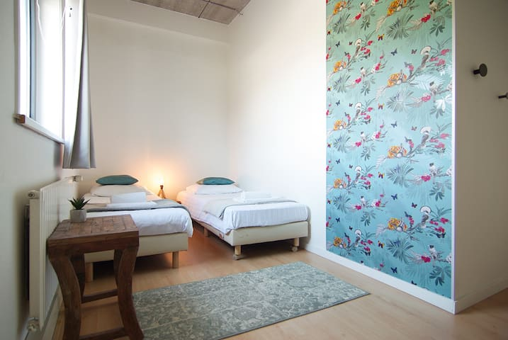 Room for up to three people near Amstel river in great area