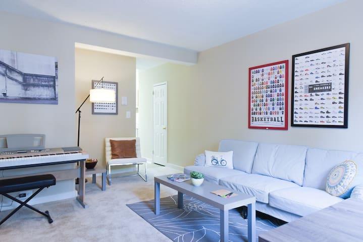 Spacious Comfy Living Room