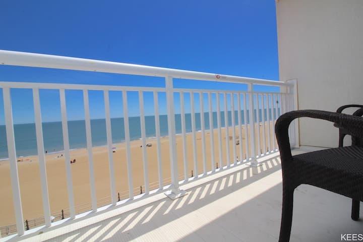 Ocean Sands Oceanfront Suite w/ Sauna, Balcony & Full Kitchen