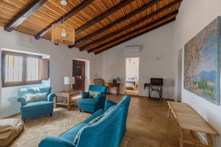 "Monte da Luz - a family house - ""Casa da Parreira"""