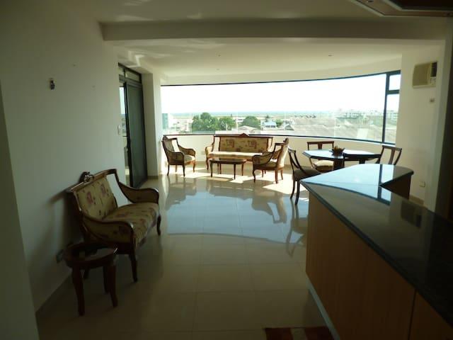 3 bedroom condo in Salinas w/free Parking & Wifi