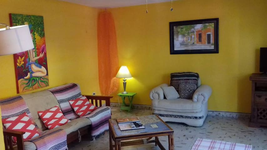 CASA ROSA, Ground floor apartment.