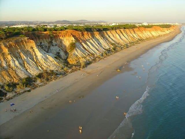 Private WC & parking Cliffs beach - Olhos de Água, Faro, PT - Apartment