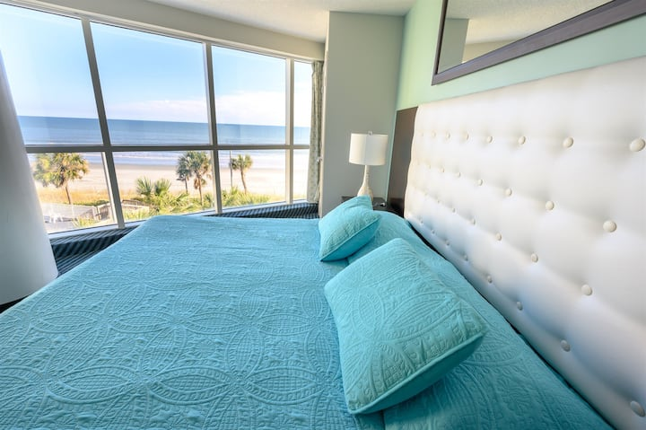 ⭐Wake up to Sunrise Ocean Views from this relaxing mostly glass couple's retreat