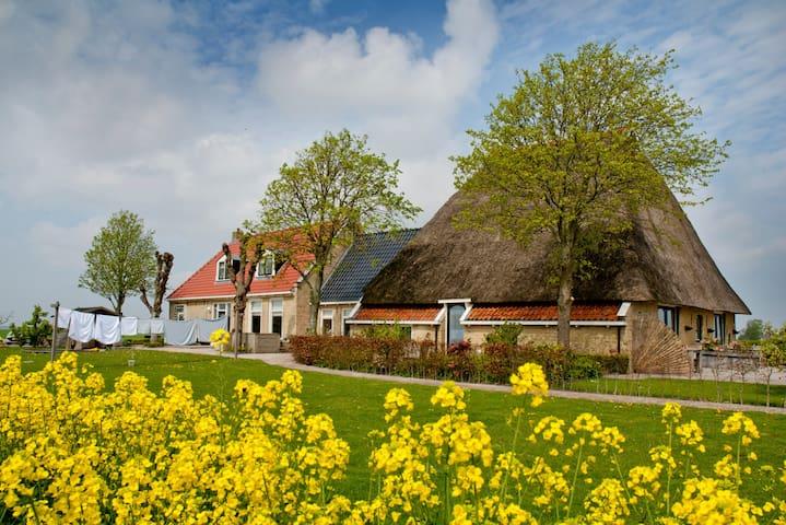Sfeervol en landelijk overnachten in Friesland - Dongjum - Byt
