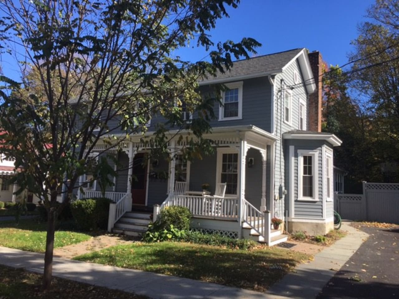 Private 1 BR  apartment in Rhinebeck Village Home