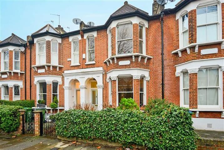 Bright single with shower room - London - House