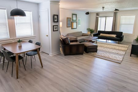★Near Sanford and 🖤 of downtown, King Beds, 2BR ★