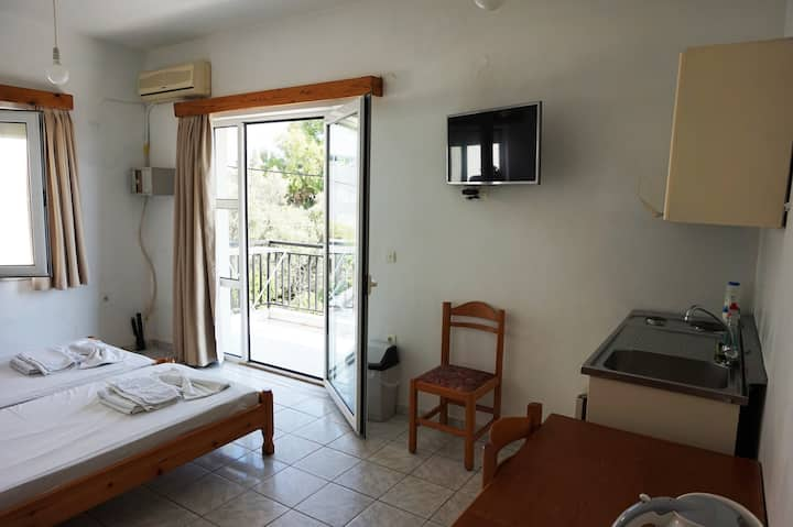 Niriis hotel 4-bed, 2-room, 4km west Chania