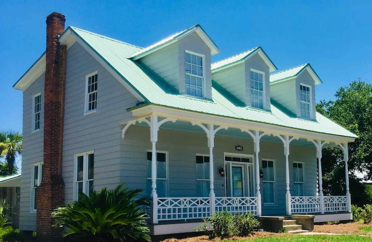 JUST COMPLETED! 4 Bed/3 Bth in Downtown Fernandina
