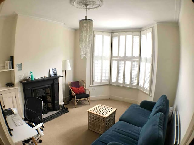 Nice room in a fantastic location in chiswick