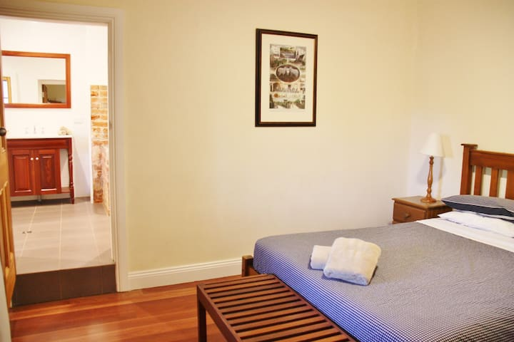 The Council Chambers has 2 bedrooms and can accommodate up to 5 guests