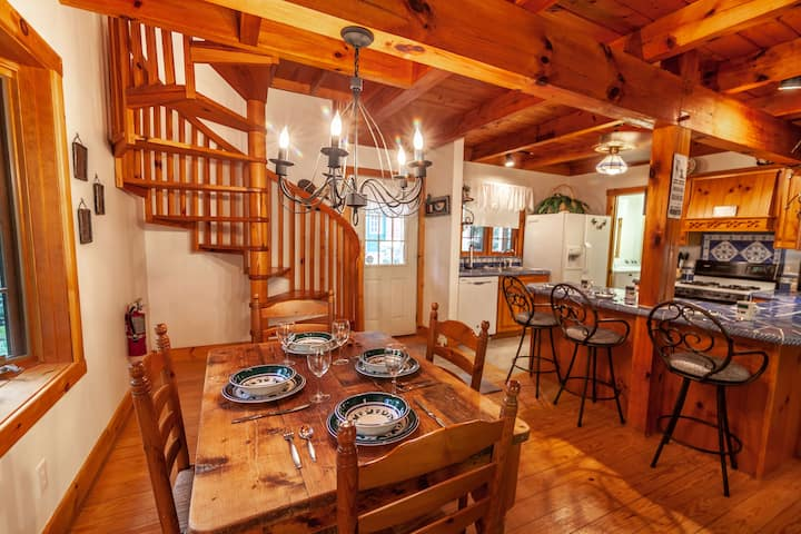 2BR/2BA Creekside Cozy Cottage in Boone, Close to Attractions, Private Waterfall