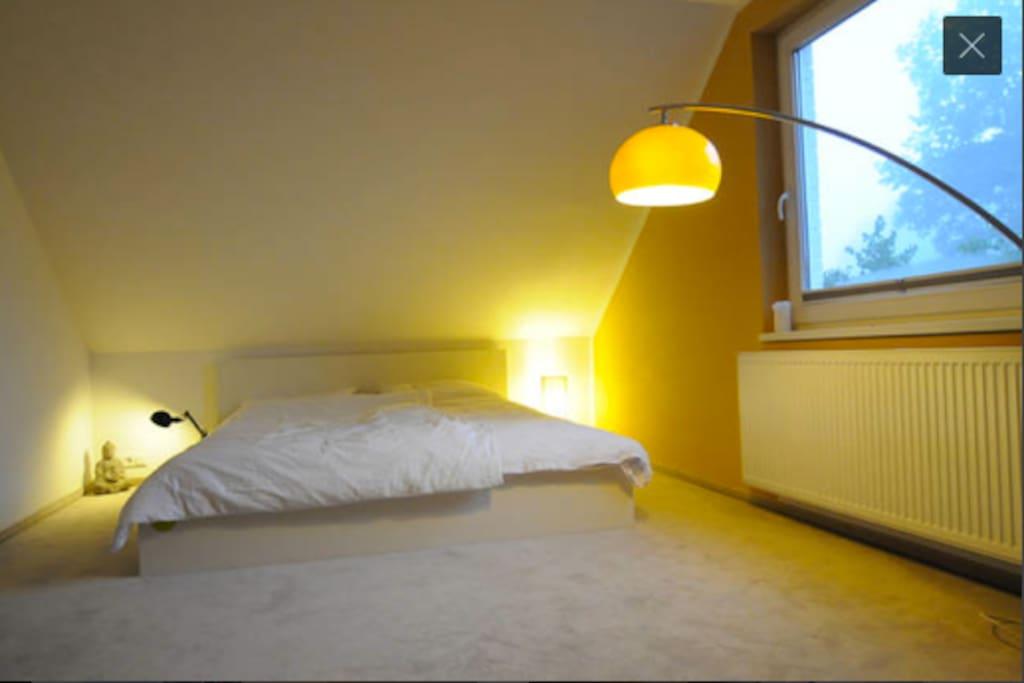 Das Bett ist 180 x 200